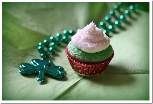 green_velvet_cupcake