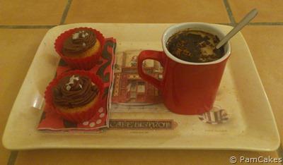 Cupcakes de chocolate negro con sal en escamas