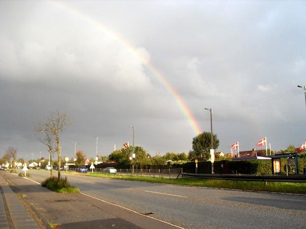 Regnbue over Jyllingevej