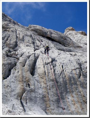 Via Directa de Los Martinez 250m D- V- (Picu Urriellu, Picos de Europa) (Isra) 1205