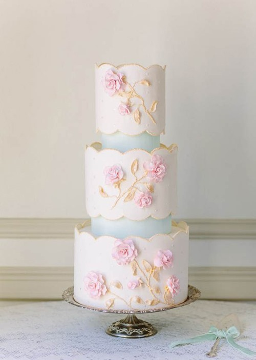 scalloped-edge-wedding-cake