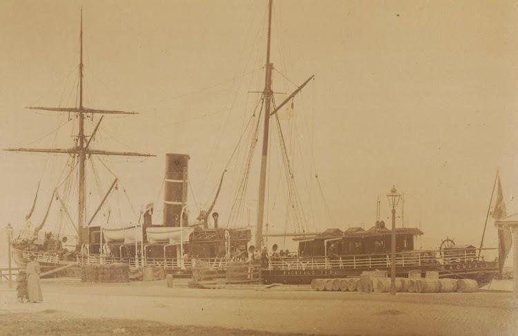 Ca 1893. Fotografo Jørgen Wickstrøm. Vapor RAGNVALD JARL. Trondheim byarkiv. Ref Tor.H40.B24.F1711.jpg