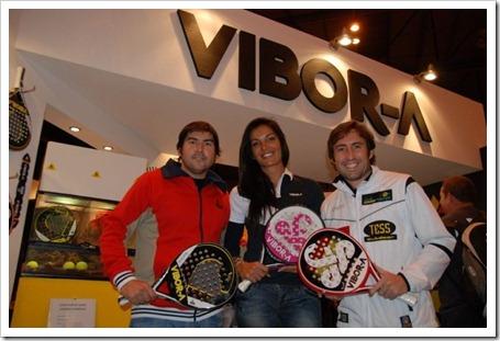 Cristian Gutiérrez y Maxi Grabiel flanquean a Cynthia Pérez, el día de la presentación Team VIBOR-A, en el pasado Máster del PPT