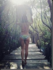 olivia-munn-bikini-ass-2
