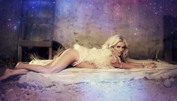 Ke$ha - Die Young.mp4_snapshot_02.04_[2012.11.15_14.48.20]