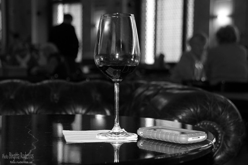 bw_20111010_wineglass