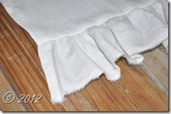 ruffled table runner 015