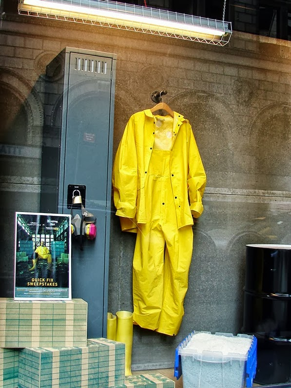 vitrine breaking bad urban Outfitters 02
