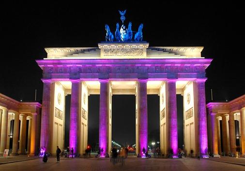 Brandenburger Tor beleuchtet l