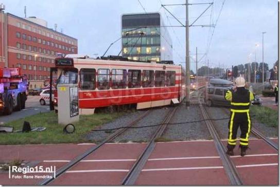 Dacia MCV tegen tram 01