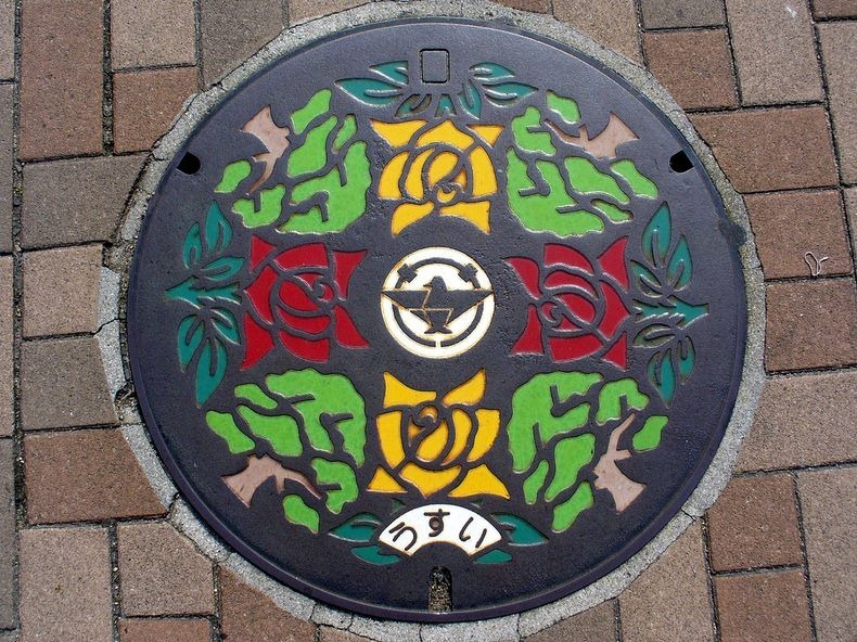 japan-manhole-covers-1