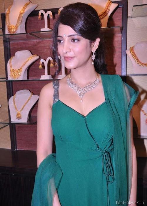 Shruti Hassan Hot Navel Photos 2012 9