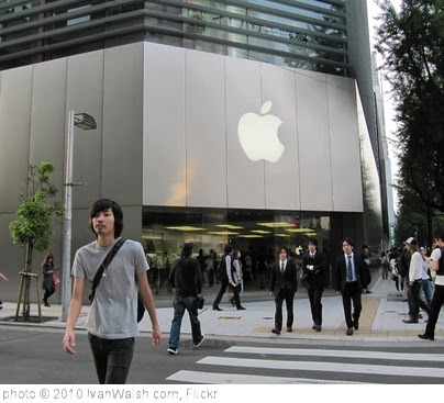 'The Apple Store in Japan' photo (c) 2010, IvanWalsh.com - license: http://creativecommons.org/licenses/by/2.0/