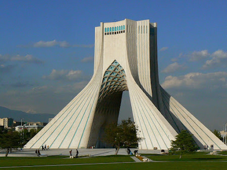 Things to see in Teheran: The Azadi Tower