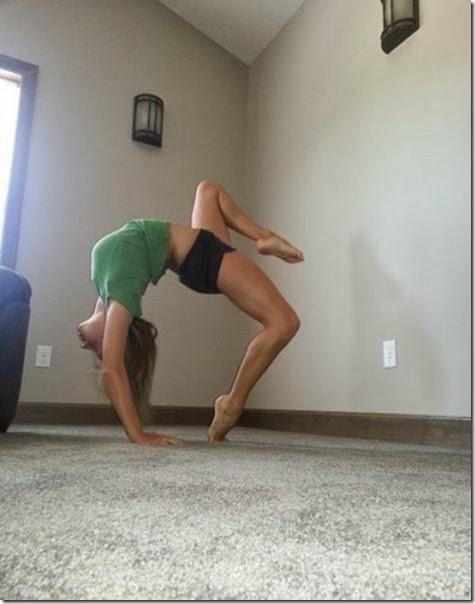 girls-stretching-yoga-034