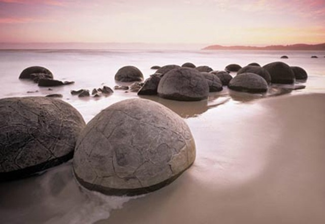 lgwiz00285 moeraki-boulders-at-oamaru-photography-8-sheet-wall-mural-giant-wall-mural
