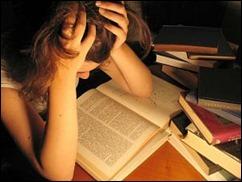 rapariga estudando