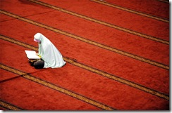 muslim-woman-reads-quran-at-istiqlal-mosque