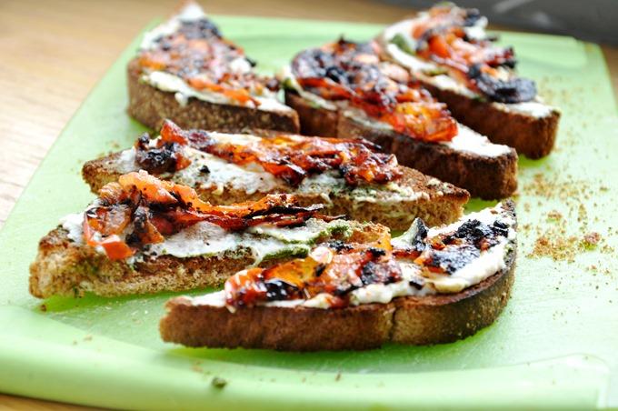 pesto hummus tomato tartine 101