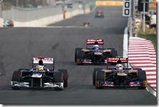 Le Toro Rosso in lotta con Maldonado nel gran premio della Corea 2012