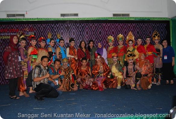 Nungki Kusumastuti Juri FLS2N SMA Tingkat Nasional PHOTO SAYA FLS2N SMA 2013 DIMEDAN 2