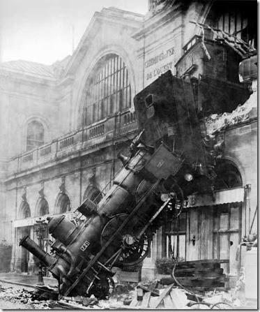 economiaTrain_wreck_at_Montparnasse_1895
