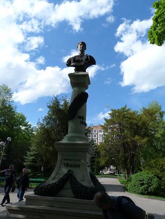 Imagini Drobeta Turnu Severin: Statuia imparatului Traian
