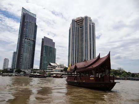 44. Blocuri moderne in Bangkok.JPG