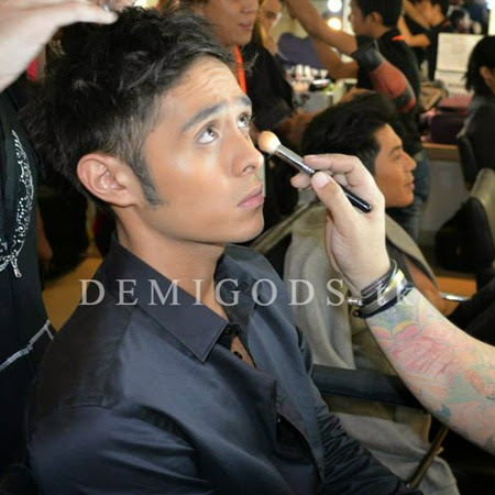 Bench The Naked Truth backstage Martin del Rosario