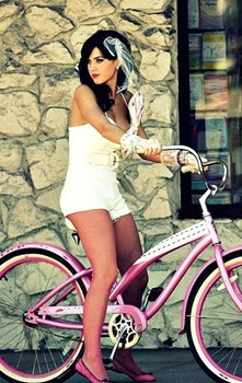 katy-perry-beach-cruiser