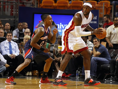 lebron james nba 131007 mia vs atl 01 LBJs Preseason Wears: Soldier 7, Ambassador 6, LeBron 10s