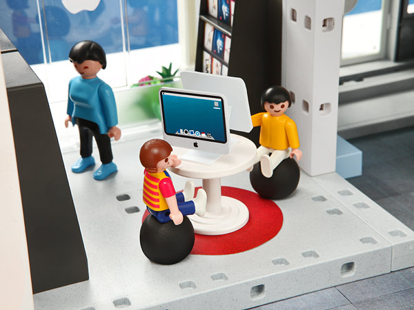 E8bb playmobil apple store kids area