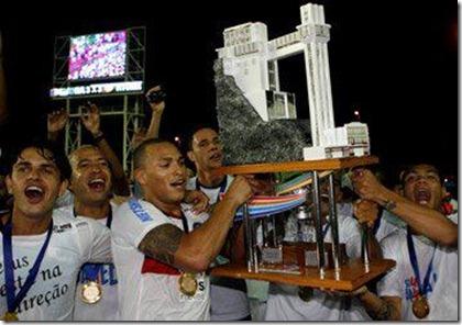 titi-capitao-esporte-clube-bahia-levanta-taca-campeonato-baiano-2012