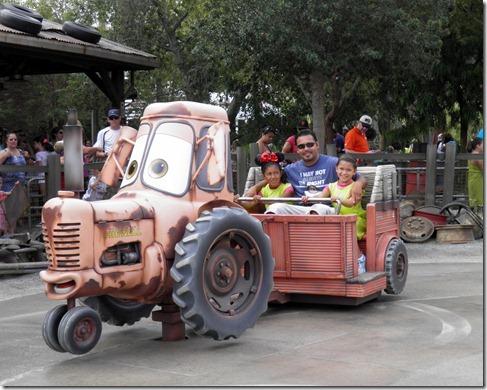 9.11.12-maters-tractorsdad-ella-elex[1]