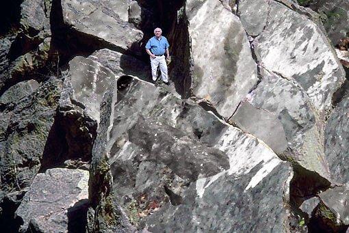 MinAAmerica Yo en Rocas Dolomita  Ultima .png