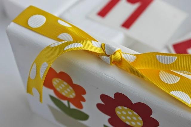 spring block with ribbon