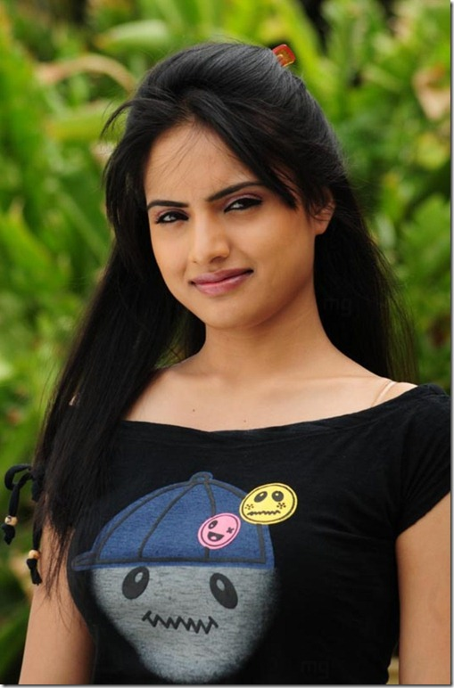 Telugu Actress Ritu Kaur Hot Pics