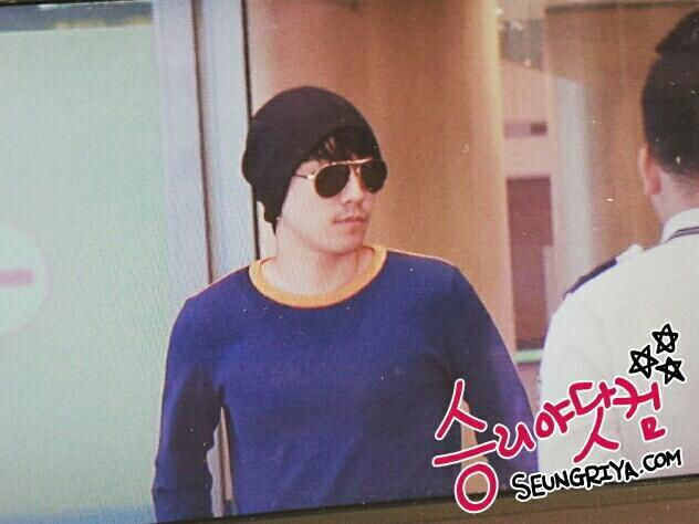 Seung Ri - Incheon Airport - 26may2013 - 09.jpg
