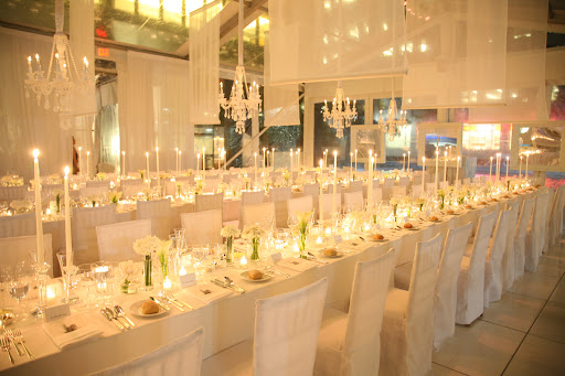 This all-white birthday party in New York City is so chic.