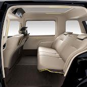 2013-Toyota-JPN-Taxi-concept-12.jpg