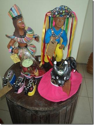 DSC01294.personagens do bumba-meu-boi em cerâmica