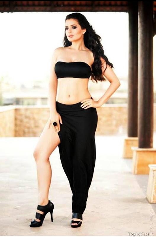 Amisha Patel Latest Hot Pics in Short Jeans 10