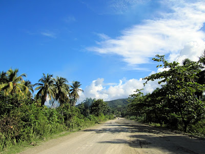Dirt roads, green surroundings and a big blue sky on the road to Baracoa.