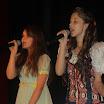"""Królewna Śnieżka z przyjaciółką śpiewają piosenkę \""""Kto nauczył się śmiać\"""""""