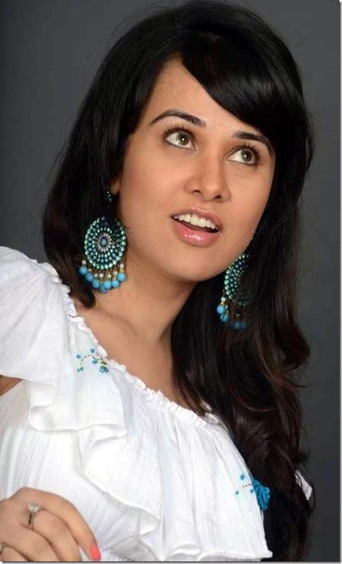 nisha_kothari_stylish