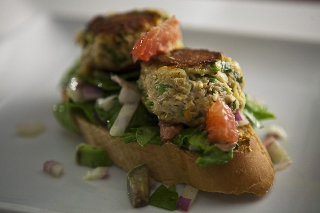 Deconstructed Maryland Crabcake Sandwich