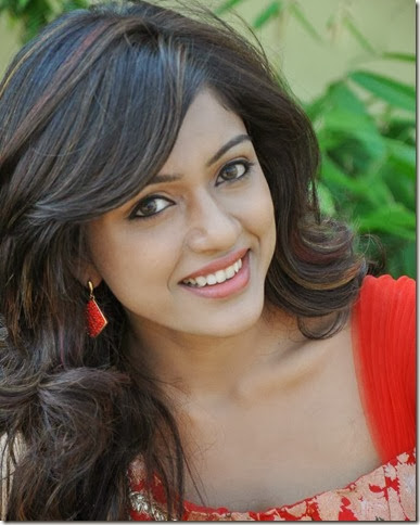 vithika_sheru_new_beautiful_photo