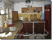 Køkken med kig til stuen