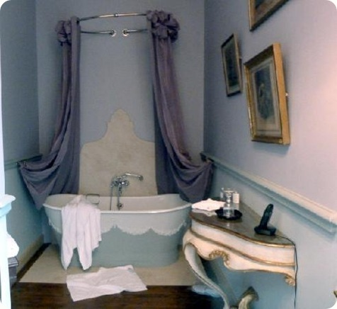 bathtub-in-our-room-at