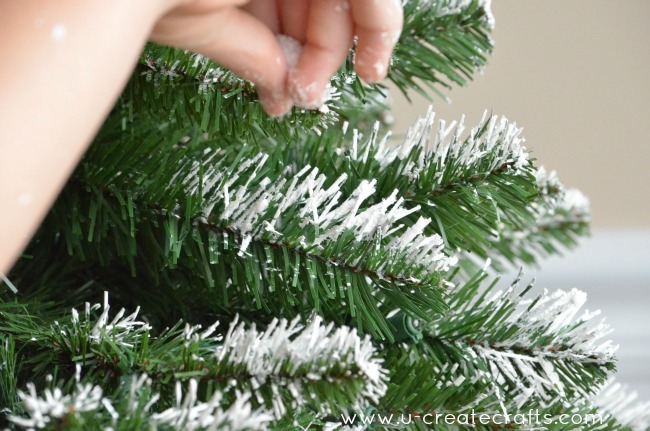 How to Add Snow to an Artifical Tree u-createcrafts.com